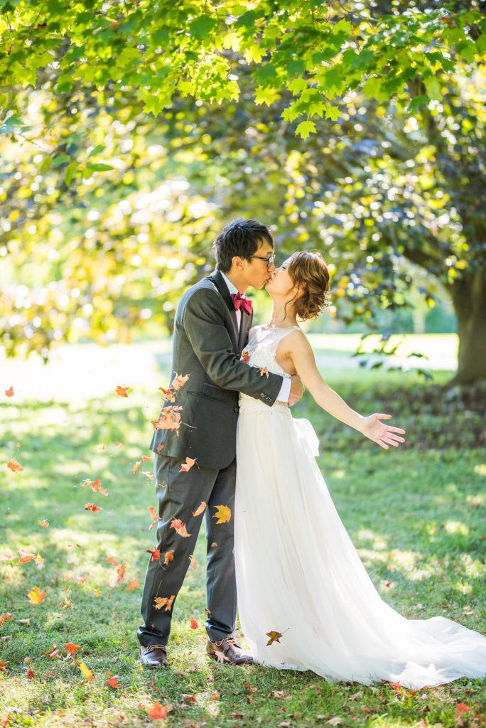 kissing under the falling leaves Kaitlyn Ferris photography garden wedding